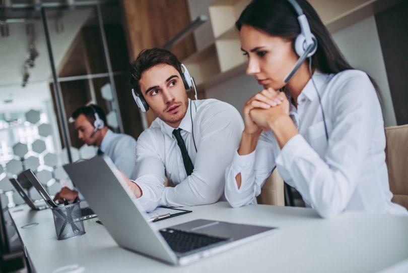 4-sinais-de-que-seus-operadores-precisam-parar-para-ouvir-o-cliente.jpeg